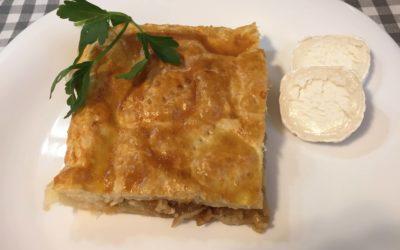 Empanada de calabacín, cebolla y rulo de cabra