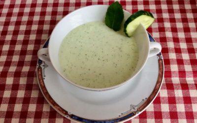 Sopa fria de pepino, yogur y menta